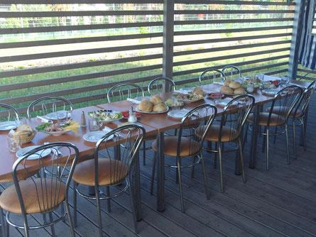 ein toll gedeckter Frühstückstisch erwartet uns