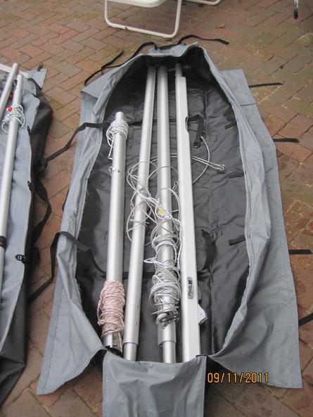 In diese Tasche passt der ganze Mast. Die Tasche ist 1,85 Meter lang