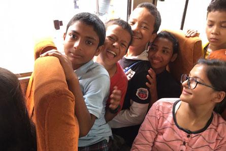 Im Schulbus in Nepal