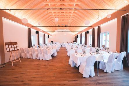 Der große Saal mit einer beispielhaften Bestuhlung für ca. 110 Gäste
