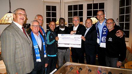 Aufnahme vom Benefiz-Spiel der Behindertenhilfe Dülmen gegen die Schalker Traditionself u. a. mit Gerald Asamoah und Olaf Thon