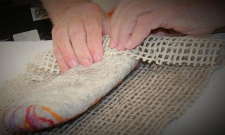 Traditionelle Herstellung von Patschen im Mörtschacher Schmutzerhaus