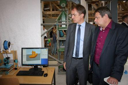 Marco Tullner (Bildungsminister Sachsen-Anhalt), Torsten Breitschuh (Geschäftsführer future trainings & consulting GmbH)