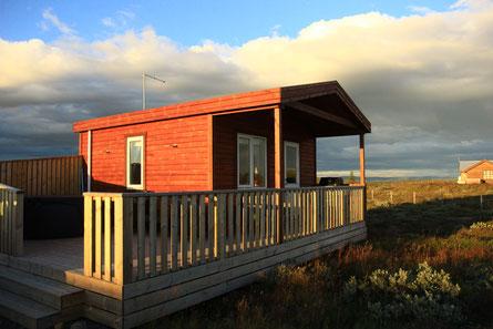 Petit chalet avec jacuzzi, typique de l'Islande. Et moins cher qu'une chambre en guesthouse !