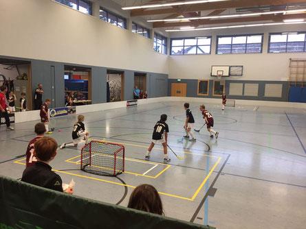 Die U11 von Floorball Mainz fährt zum Saisonauftakt 2 Siege ein