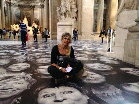 """Photos au sol du """"Panthéon à Paris"""", signés """"JR"""" Photographe libre...j'adore !"""