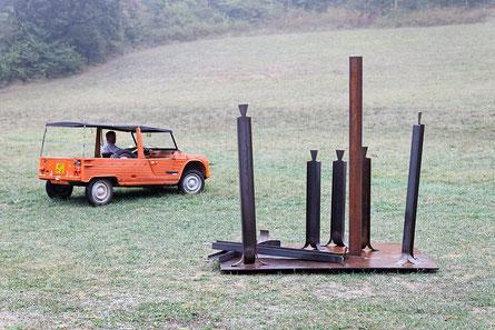 La foule : installation de sculptures dans la nature. Sculptures en acier. Michel Laurent