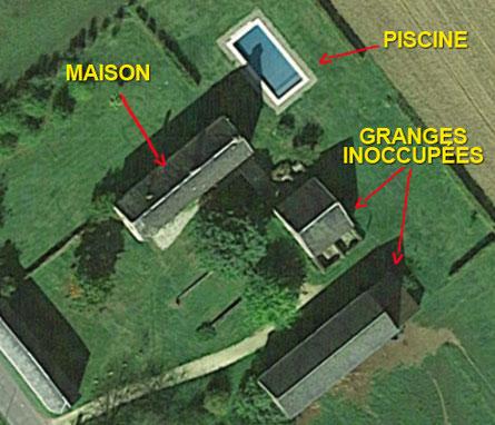 Le Bel Prat, vue aérienne de la demeure avec ses granges et la piscine privée, à Sarlat, Périgord Noir