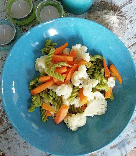 Eiweissreiche Fusilli-Gemüsepfanne