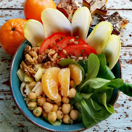 Salat mit fruchtigem Orangendreßing