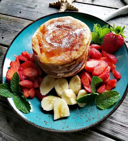 Pancakes mit frischen Früchten