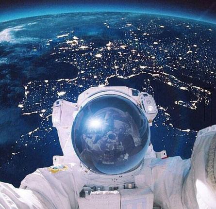 Das Selfie Der Italienischen Astronautin Samantha Cristoforetti