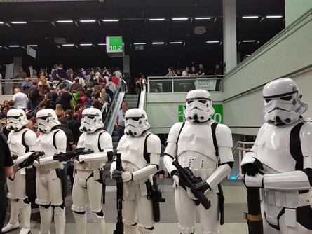 Empfang der Besucher am Eingang durch Imperiale Stormtrooper
