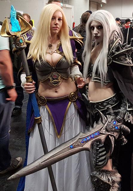 """Jaina Proudmoore und die """"Lich Queen"""", Warcraft-Cosplayerinnen"""
