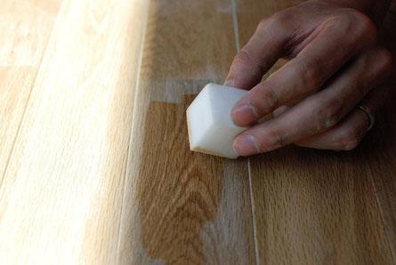 アンドウッド andwood 目割れ 補修方法 無垢 フローリング 接着剤の追加 オイル塗布