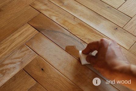 無垢フローリング 補修方法 andwood アンドウッド オイルを塗布する