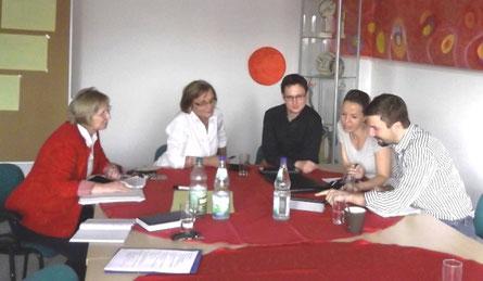 v. l. n. r.: Im Gespräch Monika Katzberg (TGF GmbH), Roswitha Lincke (TGF GmbH), Marcus Blum (B2Kreativ GbR), Anja Schuchert (Rhönforum e.V.) und Thomas Jackstädt (ITJ360)
