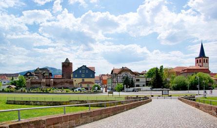 Blick von der Brücke der Einheit auf die Altstadt © Stadt Vacha