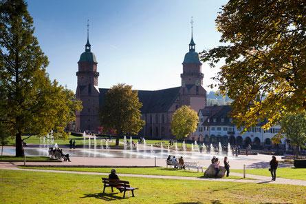 Freudenstadt, hier finden Sie schmucke Kaffees, Gasstätten, Brauerei und viele Gelegenheiten zum shoppen