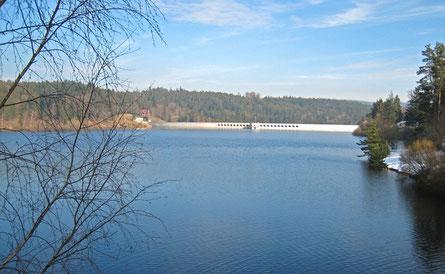 Schwarzenbachtalsperre bei Forbach, das Wasser wird über Druckstollen zum Rudolf-Fettweis-Werk (EnBW) in Forbach geleitet