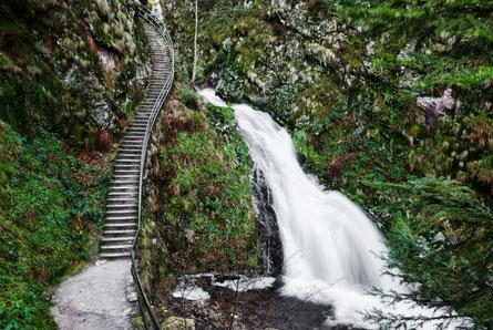 Blick auf einen kleinen Teil der Allerheiligen Wasserfälle, auch Büttensteiner Wasserfälle genannt.