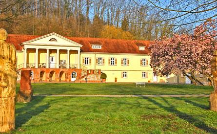 Schloss Bad Rotenfels, Sitz der Landesakedemie für Schulkunst, mit Skulpturenpark