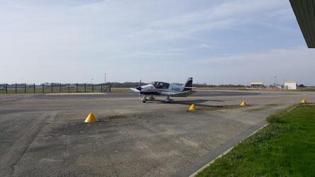 Retour à l'aéroclub de Rennes après le plein d'essence