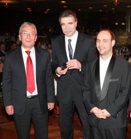 Hanns Ostermann (VdS BB-Vorsitzender), Heiner Brand und Laudator Bob Hanning (Foto: Regina Hoffmann-Schon)