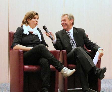 Jochen Sprentzel im Bühnengespräch mit Natascha Keller