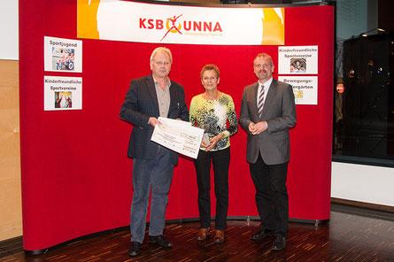 Von links: Klaus Stindt (KSB Unna), Gerlinde Zacharias, Dirk Wigant (Kreisdezernent)