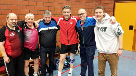 Super Leistung: (von links) Axel Bartnik, Rainer Friedrich, Jürgen Schuppner, Uwe Schindewolf, Johannes Arend und Finn Seifert. Auf dem Foto fehlt die unbesiegte Annika Oesterheld.