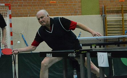 Auch eine TTC-Legende ist dabei: Wolfgang Stöber, erster Albunger A-Klasse-Kreismeister, spielt mit seinem TSV Vellmar bei den Senioren 60 mit.