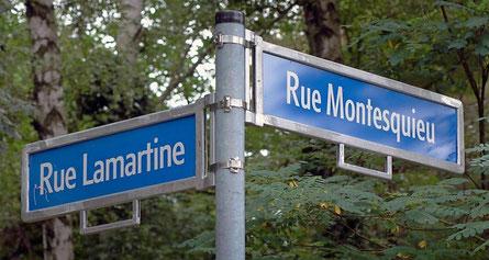 """Straßenschilder """"Rue Lamartine"""" und """"Rue Montesquieu"""""""