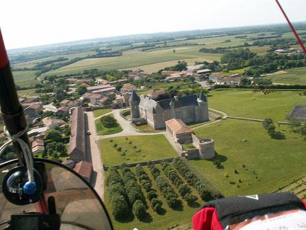 Vue aérienne - Château de Saveilles - Château fort Charente - Saveille - Visite de château groupe - Visite château en famille - Château de la Renaissance