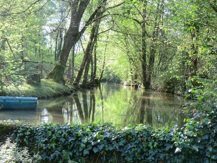 le canal devant le moulin