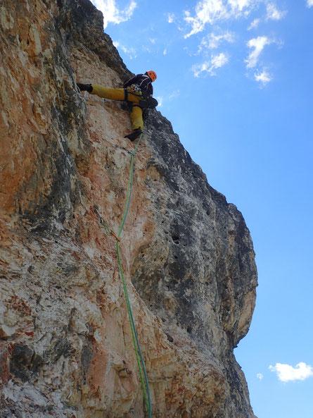 Sl 8; 7-; steile Lochkletterei