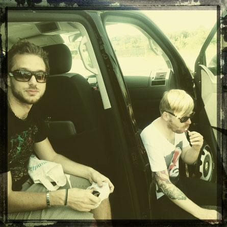 Leo und A.K. von der Band Mila Masu machen Pause