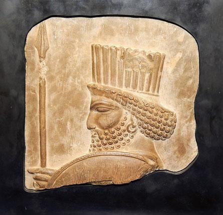 Un juge de la Cour suprême de l'État de New York a ordonné la restitution d'un bas-relief perse à l'Iran d'où cette sculpture aurait été volée il y a un peu plus de 80 ans.