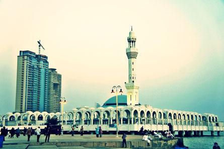 Deux gardes saoudiens ont été tués par balles et trois ont été blessés, samedi 8 octobre, quand un homme s'est approché en voiture des portes du palais royal à Jeddah en Arabie Saoudite.
