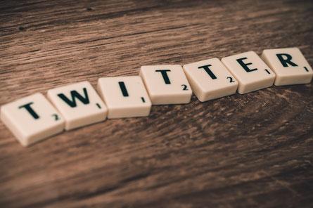 Le réseau social veut certifier tous les comptes abonnés pour éviter les fausses informations publiées par les faux comptes de personnalités publiques.
