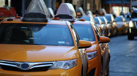 Depuis notre lancement au Maroc il y a bientôt 3 ans, nous n'avons pas eu de clarté sur l'intégration des applications comme Uber au modèle de transport existant. C'est pour cela que nous prenons la décision difficile de suspendre notre activité au Maroc.