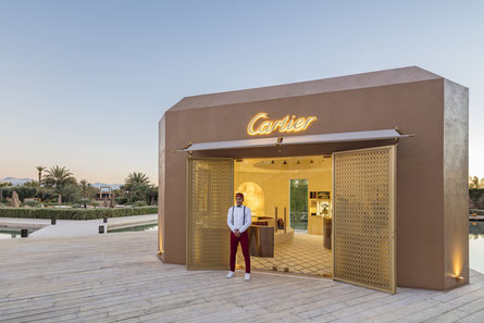 Cartier se réjouit d'ouvrir ses portes en plein cœur de Marrakech, une première pour la Maison. Ici, à la frontière du désert, Cartier présente ses créations dans un cadre qui rend hommage à la culture marocaine.