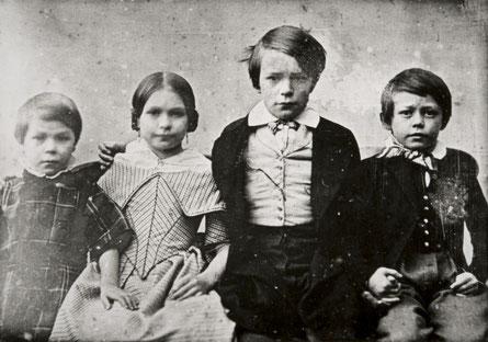Von rechts: Richard (18), Hermann (16),  Rose (17) und Heinrich Wilhelm (19), Danzig 1843