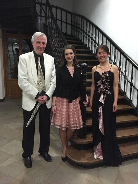 v.l. Herr Klaus-Peter Riemer(Flöte), Frau Monika Rytz(Sopran) und Brummer(Klavier)/左からリーマー氏(フルート)、リッツ氏(ソプラノ)& ブルマー