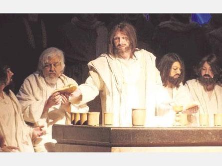 Nach dem großen Erfolg im vergangenen Jahr haben die Lippetaler Passionsspiele jetzt in der Albertus-Magnus-Kirche in Hovestadt Premiere gefeiert – mit einigen Neuerungen und bewegenden Szenen.