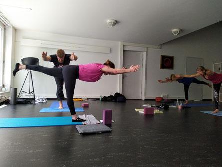 Die Qualität der Yoga Ausführung. Tigress Yoga - Power Vinyasa Yoga &  Kung Fu. Für sportliche Anfänger. Yoga Ausbildungen & Weiterbildungen für Yogalehrer, Physiotherapeuten & Sportprofis. Tigress Yoga Kids: Kinderyoga und Kung Fu. In Zürich Oerlikon.