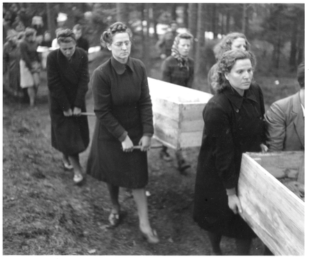 Wolterdinger Bürger müssen bei der Exhumierung von KZ-Opfern helfen, 1945