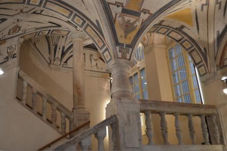 L'atrio del Palazzo Grillo-Cattaneo di Piazza delle Vigne a Genova, dopo il recente restauro. Attualmente un Hotel, con una collocazione ovviamente simbolica.