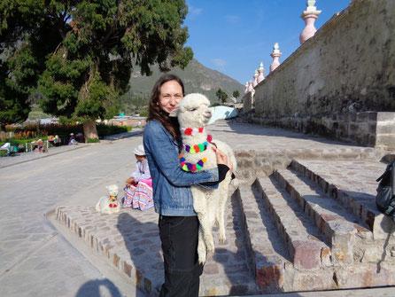 Es ist sooo flauschig: Ich mit einem ein Monate altem Babyalpaka