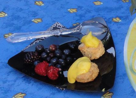 お庭で採れたフルーツに手作りすコーンを添えて。美味しすぎるデザートにアメリカのイメージは一変!!